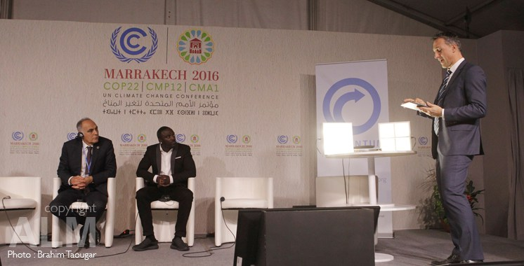 salaheddine-mezouar-akon-et-eric-rondolat-global-ceo-of-philips-lighting-cop22-marrakech